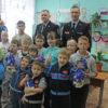 Сотрудники ГИБДД поздравили с Новым годом воспитанников детского дома № 1