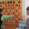Школьникам подарили шахматный инвентарь и учебные пособия