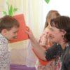 Глава Киселевска и фонд «СУЭК-РЕГИОНАМ» подарили слабовидящим детям развивающие книги