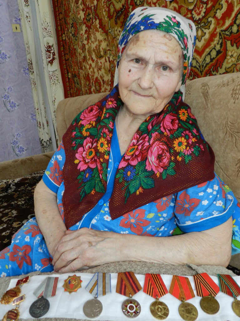 94-летняя труженица тыла ПОЛИНА ЩЕКИНА карагайла